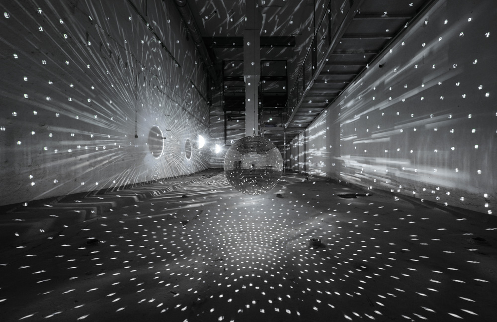 Space-Speech-Speed, 1998 / 2001, Installation view Zentrum für Internationale Lichtkunst. Unna / Photo: Frank Vinken / © Archive Mischa Kuball, Düsseldorf / VG Bild-Kunst, Bonn 2018